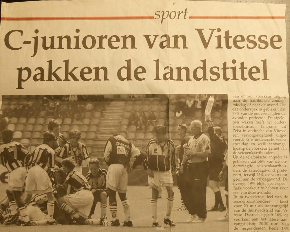Krantenartikel over de landstitel met Vitesse C1